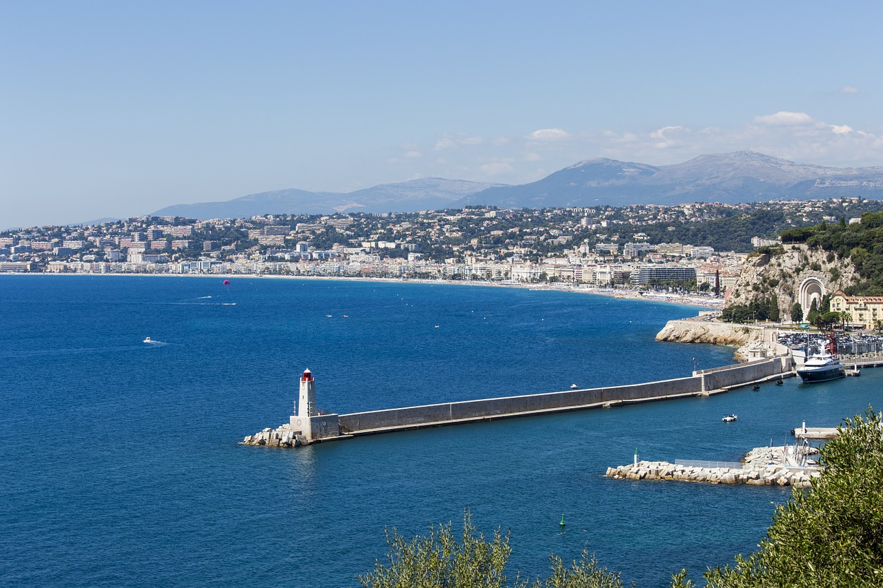 American resident purchasing on the French Riviera